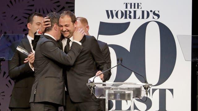 En la cima: el momento en que el chef Daniel Humm celebra la elección de los 50 Best, donde EMP fue premiado como el mejor restaurante del mundo, en Sydney