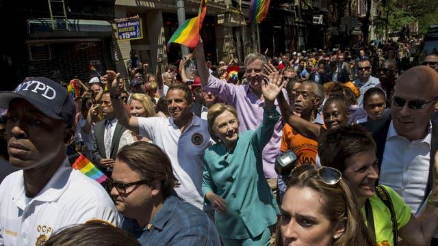 En la marcha de Nueva York, Hillary Clinton, la candidata presidencial demócrata, fue parte del desfile