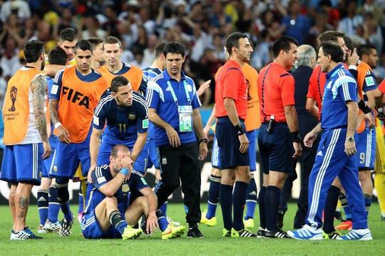 La tristeza de los jugadores. Foto: DyN