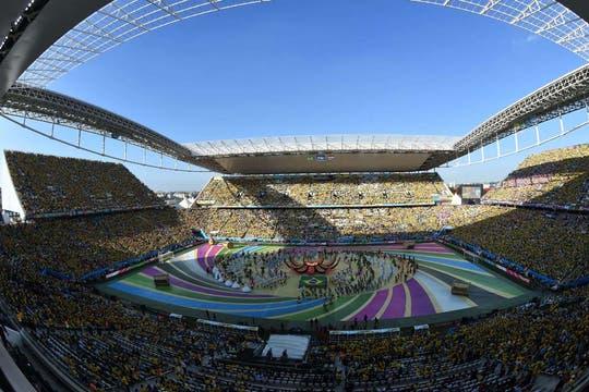 Con una ceremonia inaugural austera, el Mundial dio el puntapié inicial. Foto: AFP