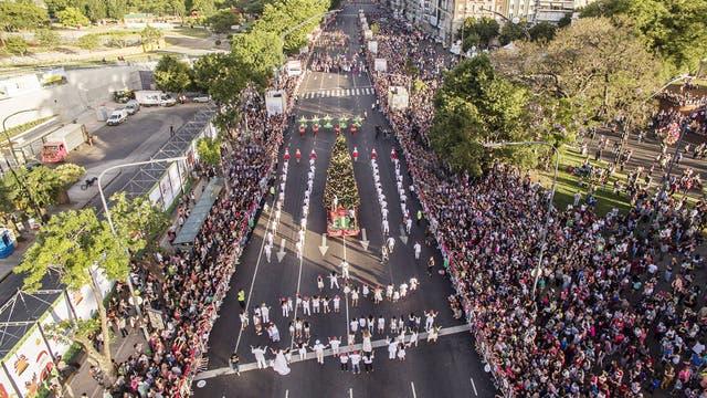 El desfile navideño de Horacio juntó más de 85 mil personas