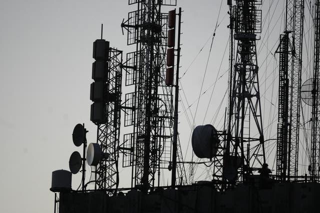 Ademas de desplegar una nueva infraestructura de antenas, las compañías buscan renovar el parque de teléfonos actuales con modelos aptos para la red 4G
