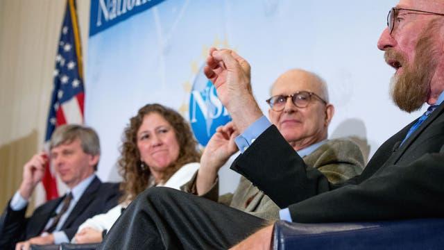 David Reitze, Gabriela González, Rainer Weiss y Kip Thorne, del proyecto LIGO, durante el anuncio