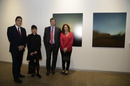 El Embajador de Suiza, Hanspeter Mock y la curadora Sofía Hernández Chong Cuy, junto a Fabio Rossi, CEO de Zurich y Adriana Arias, Head of Communications de Zurich.