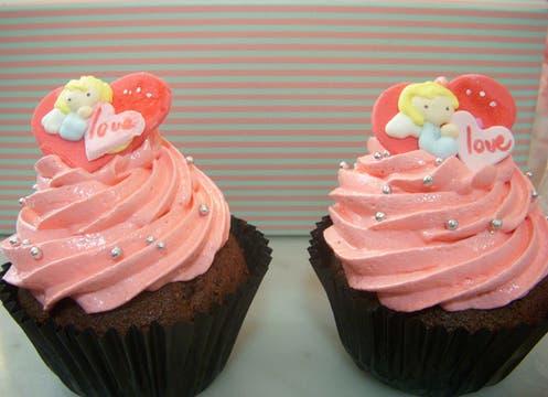 Más cosas ricas. Set de dos cupcakes alusivos a San Valentín ($20) y muchas otras delicias de Muma´s Cupcakes para elegir. Malabia 1680, www.mumascupcakes.com. Pedir con anticipación. Foto: lanacion.com