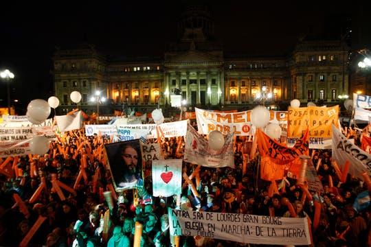 Un multitud se reunió frente al congreso de La Nación para demostrar su rechazo al matrimonio gay. Foto: LA NACION / Rodrigo Néspolo