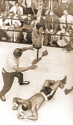 Inolvidable: en 1965, Clay le ganó a Liston por KO en el primer round