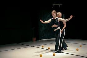 Casinas, una pieza de la compañía Quiero Ser Agua, con Rosalie Wanka y Tamara Kronheim