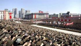Decenas de miles de soldados y civiles mostraron su apoyo al líder norcoreano, ayer, en Pyongyang