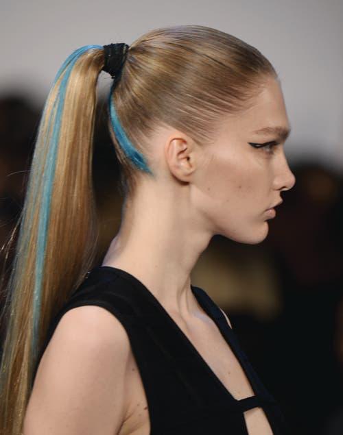 Si optamos por el pelo tirante, el rodete se usa en la base de la nuca y no en la parte superior.