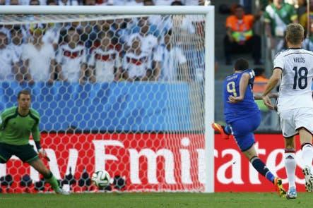 """Toni Kroos y aquel mano a mano de Higuaín en la final del Mundial 2014: """"¡Menos mal que la tiró al córner!"""""""
