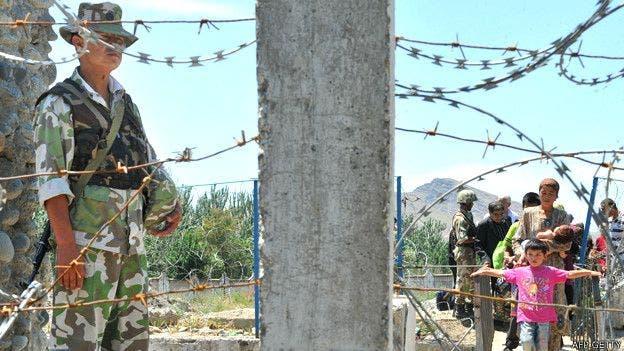 Buena parte de los 1.100 kilómetros de frontera que Uzbekistán comparte con Kirguistán están demarcados por barreras de alambre
