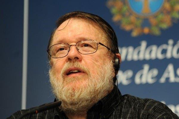 Ray Tomlinson en 2009, al recibir el premio Príncipe de Asturias