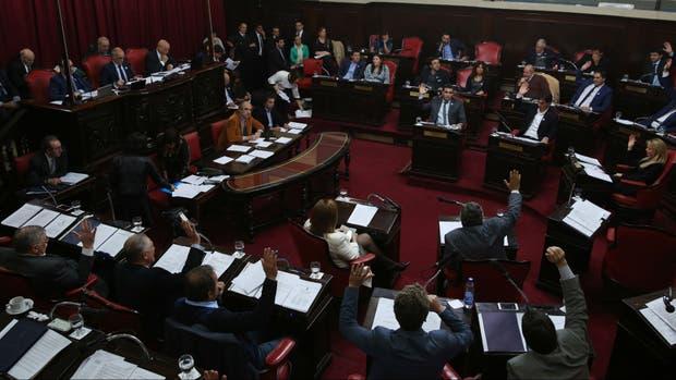 El Senado bonaerense aprobó el límite a las reelecciones de intendentes