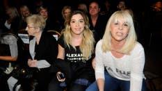 Tensión en la primera fila. La prensa tenía muchas ganas de preguntar y Dalma Maradona y Claudia Villafañe no tenían muchas ganas de hablar