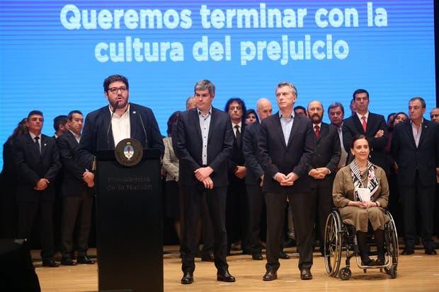 El ministro Avelluto; el jefe de Gabinete, Peña; el presidente Macri, y la vice, Michetti