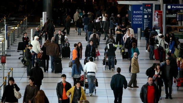 La AFIP flexibilizó el control aduanero a viajeros para residentes que viajan al exterior