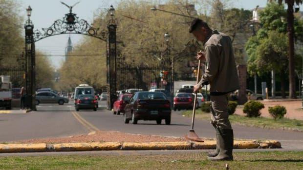 El Parque General San Martín, lugar del que logró escapar un preso cuando trabajaba limpiando el espacio público