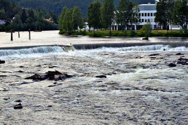 Las represas como la del Río Dam, en Kongsberg, Noruega, recuperaron su caudal habitual de agua y reactivaron el normal suministro de energía eléctrica