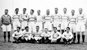 Una formación del SIC de 1939, el primer campeón; ese año compartió el título con Old Georginas y Gimnasia