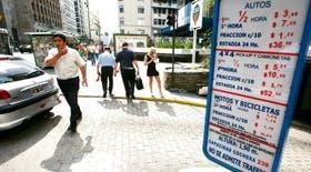 En la avenida Corrientes al 400, la tarifa para dejar un vehículo por una hora es de 7,20 pesos