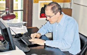 Santiago Grigera, físico, estudia la materia condensada