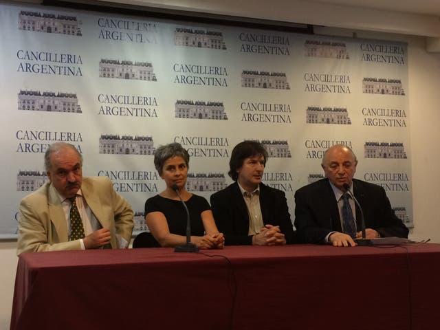 Pedro Raúl Villagra Delgado, Claudia Fontes, Andrés Duprat y Mauricio Wainrot en la conferencia de prensa de hoy