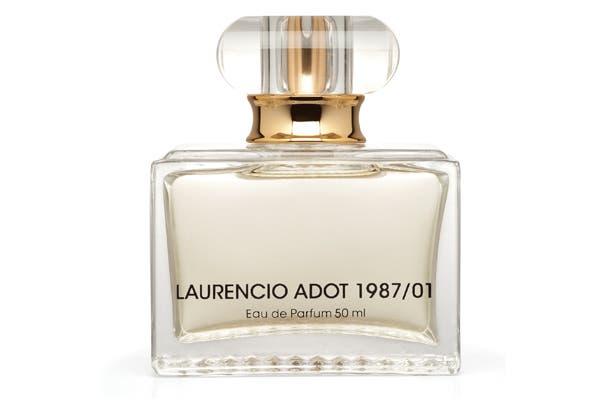 Laurancio Adot lanza su primer perfume, 1987/01, celebrando su 25° aniversario de carrera con la moda y la alta costura. La fragancia transmite elegancia y seducción (50ml x $160). Foto: Urban PR