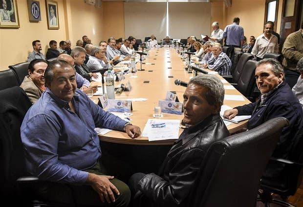 Sonrisas en el inicio de la reunión del consejo directivo; después el clima se caldeó