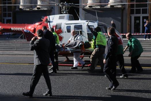 Dos trenes de la línea Sarmiento y un colectivo chocaron a la altura de Flores hay varios muertos y más de 160 heridos. Foto: DyN