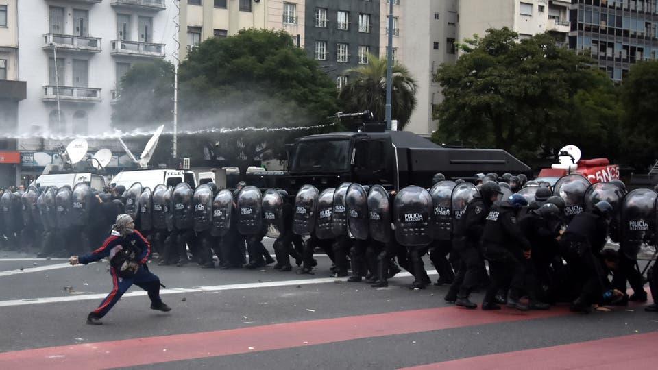 La Policía de la Ciudad desalojó ayer el piquete en la avenida 9 de Julio