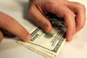 En el cierre de la semana, el dólar blue mantiene su cotización