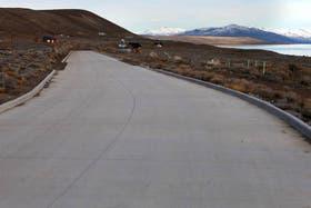 Austral, empresa de Báez, hizo el camino asfaltado que va hasta el terreno frente al Lago Argentino