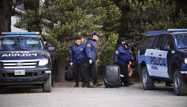 Las fuerzas de seguridad rastrillaron ayer terrenos cercanos al río Chubut, sin resultado