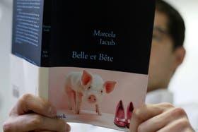"""""""Belle et bête"""" (""""La bella y la bestia""""), escrito por Marcela Iacub"""