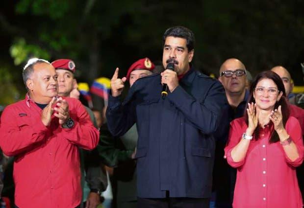 Diosdado Cabello, icolás Maduro y su mujer, ayer, en Caracas