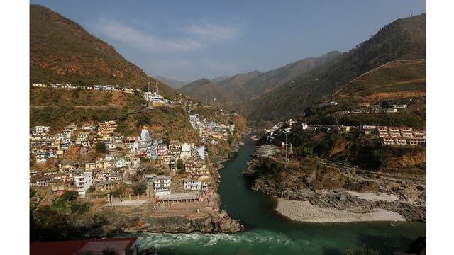 La confluencia de los ríos Alaknanda y Bhagirathi forman el río Ganges en Devprayag