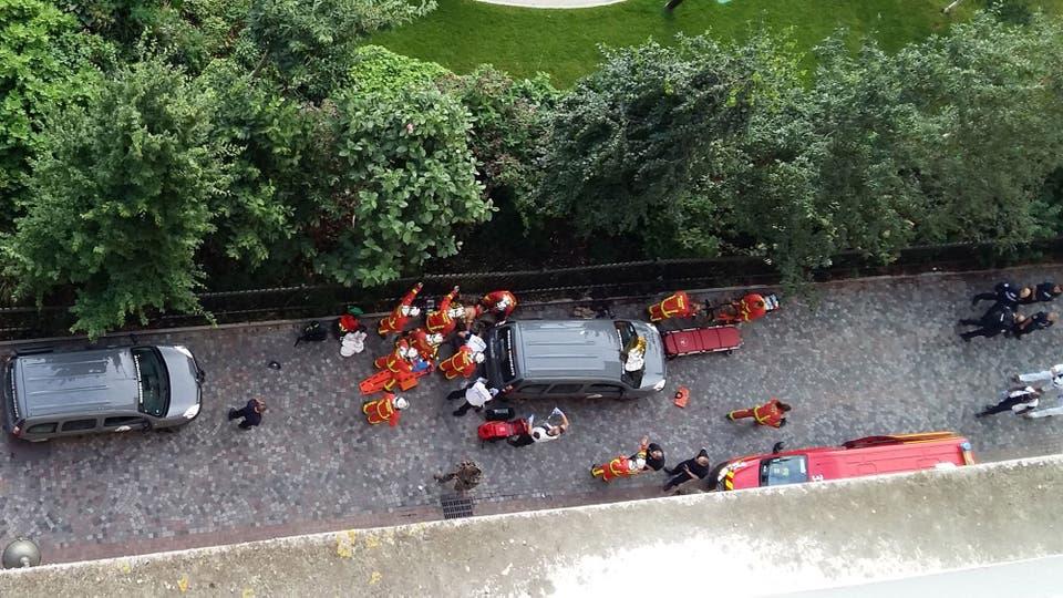 Ataque en París: un vehículo atropelló a seis soldados