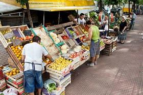 Las ferias barriales buscan ser un canal comercial alternativo a las cadenas de supermercados.