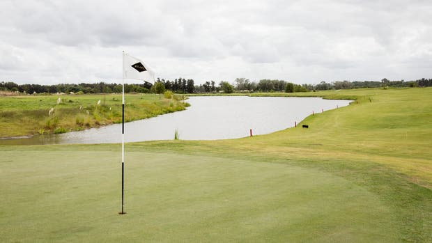 Pilará: debajo de las canchas de golf, planean hacer reservorios de agua