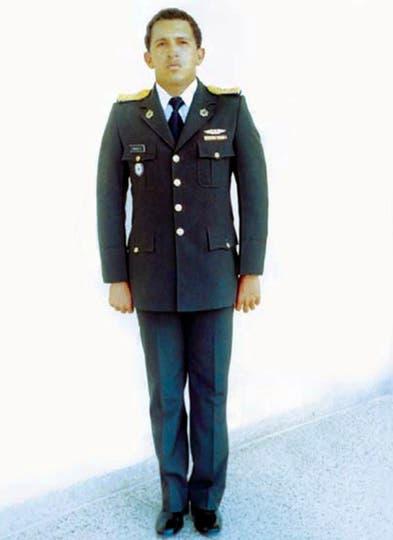 Posando para una foto en la academia militar. Foto: AP