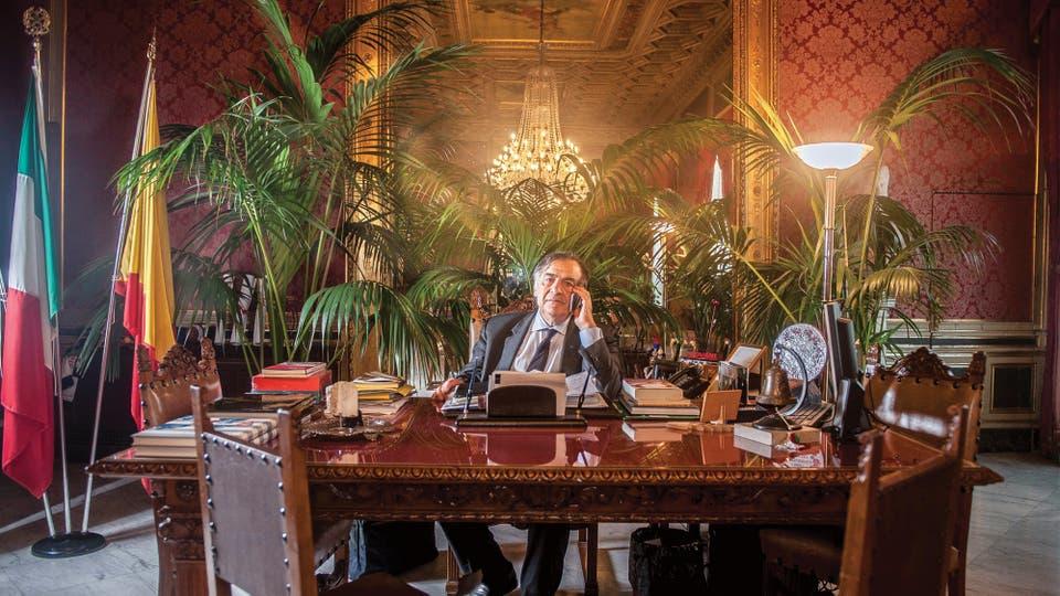 El intendente Leocula Orlando combate a la Cosa Nostra desde que ganó su primera elección, en 1985, pero desestima el poder de la mafia africana y también el racismo