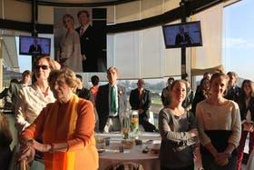 Cientos de holandeses se dieron cita en el Hipódromo Argentino para vivir la coronación de Guillermo y Máxima