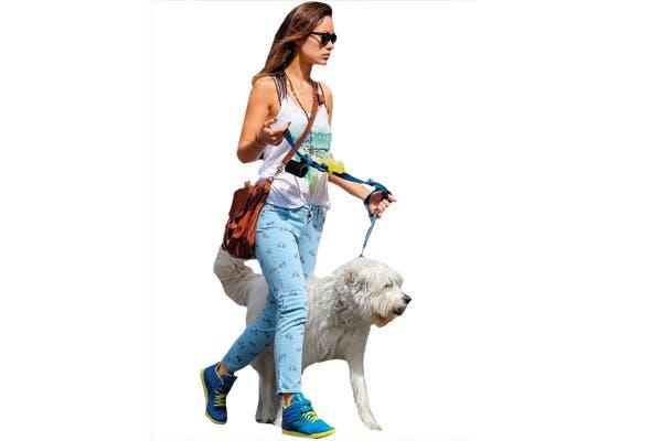 Olivia Wilde, con jeans estampados.