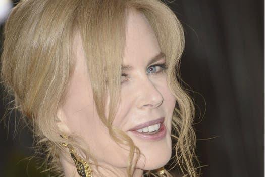Una momificada Nicole Kidman, de 45 años, ante las cámaras de los paparazzis. Foto: AFP