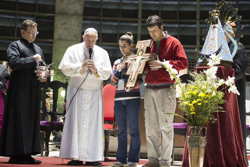 Peregrinos, obispos y autoridades del gobierno argentino participaron del encuentro. Foto: AFP