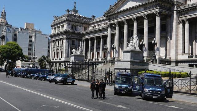 Fuerte operativo de seguridad en los alrededores del Congreso