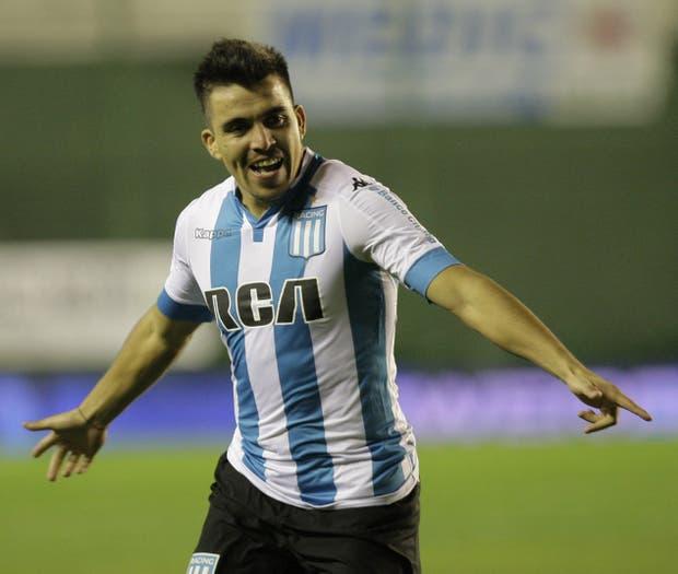 Marcos Acuña festeja el primer tanto de la Academia, que todavía no tiene resuelta su clasificación a la Copa