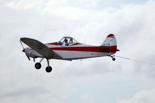 Los aviones que llevan publicidad tienen un protocolo propio. Foto: LA NACION / Sebastián Rodeiro
