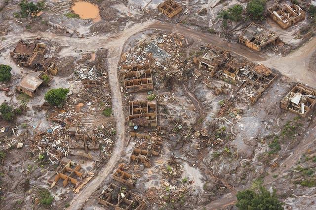 una reciente vista aérea, meses después de que el lugar se inundó con los desechos